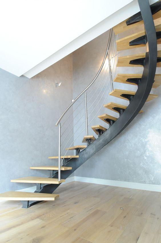 Лестница на косоуре в доме