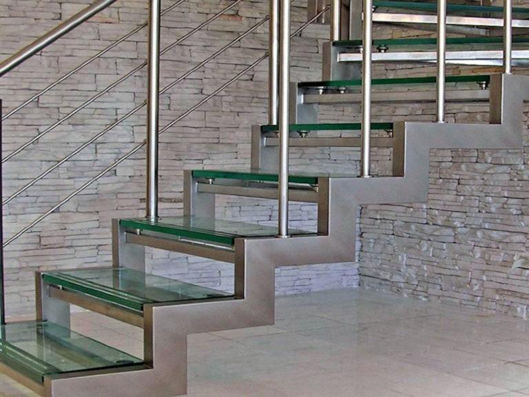 Лестница из нержавейки - фото