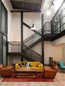 Двухмаршевая металлическая лестница