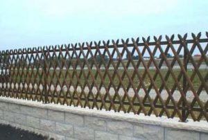 Забор сетка на загородном участке
