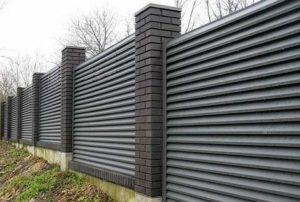 забор-жалюзи из металла для ограждения