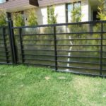Забор из поликарбонада и профильной трубы