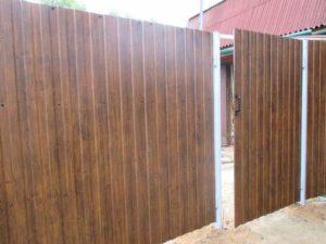 металло забор из профнастила для дачи