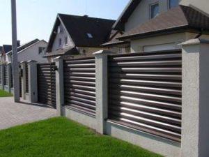 забор жалюзи из металла для дома