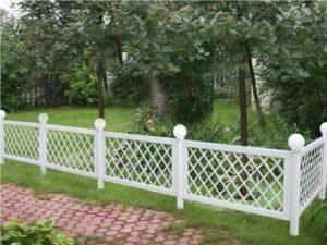 Невысокий садовый забор