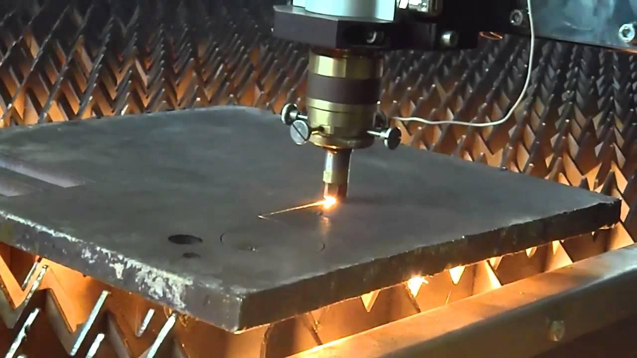 Лазерная резка металлической плиты