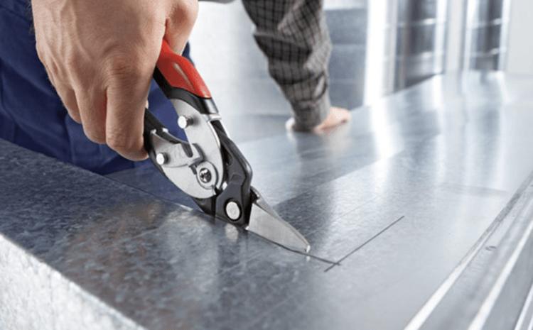 Режем вручную металл ножницами