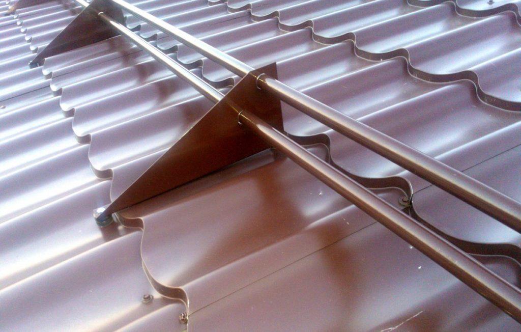 Трубчатый снегозадержатель на крышу