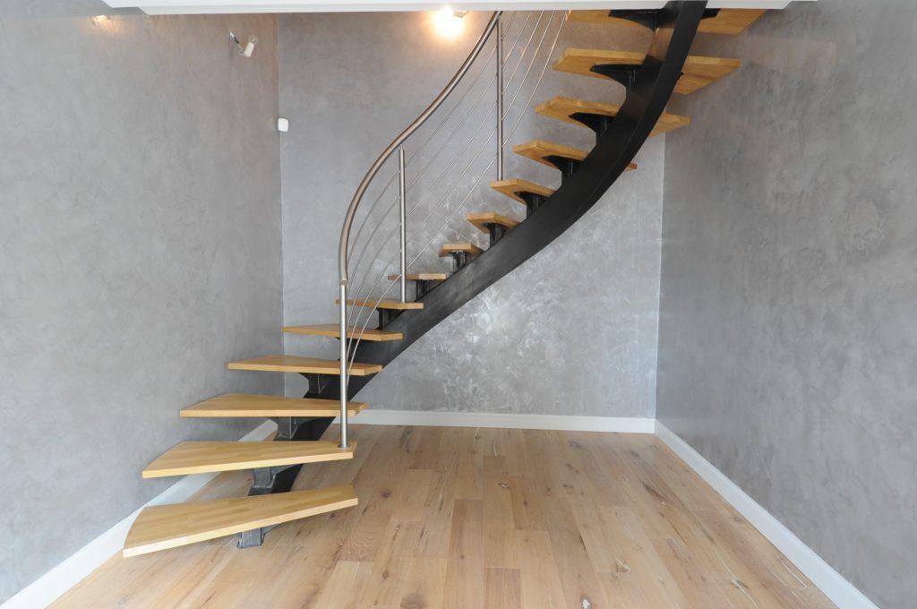 лестница на металлическом косоуре на заказ