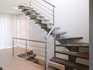 установка лестниц на металлическом каркасе