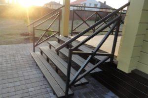 входная лестница на металлическом каркасе на заказ