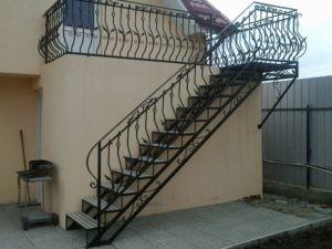 уличная лестница из металла на заказ