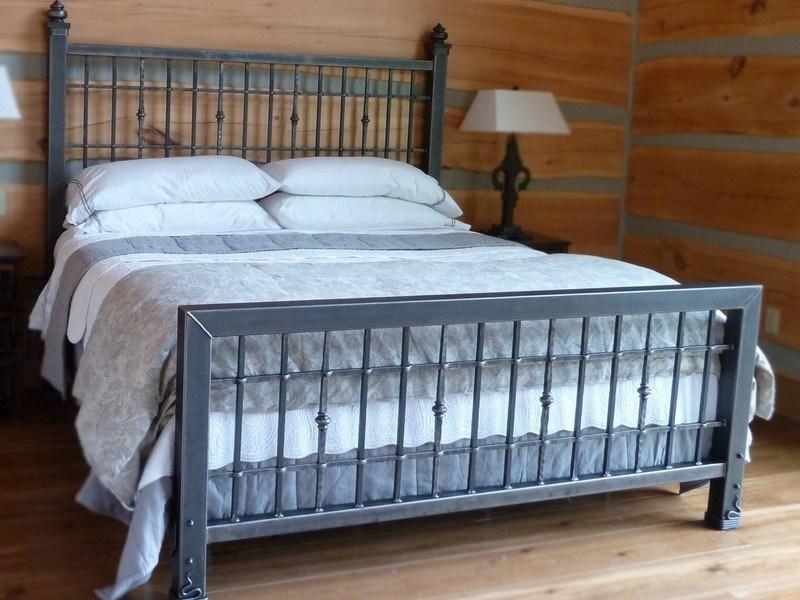 Кровать кованая лофт