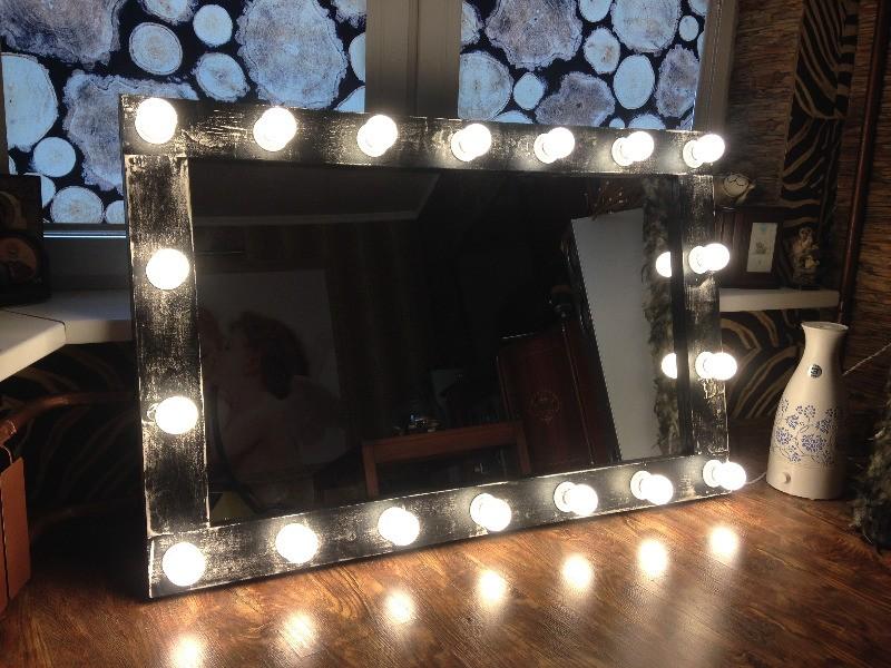 Зеркало в стиле лофт с лампочками