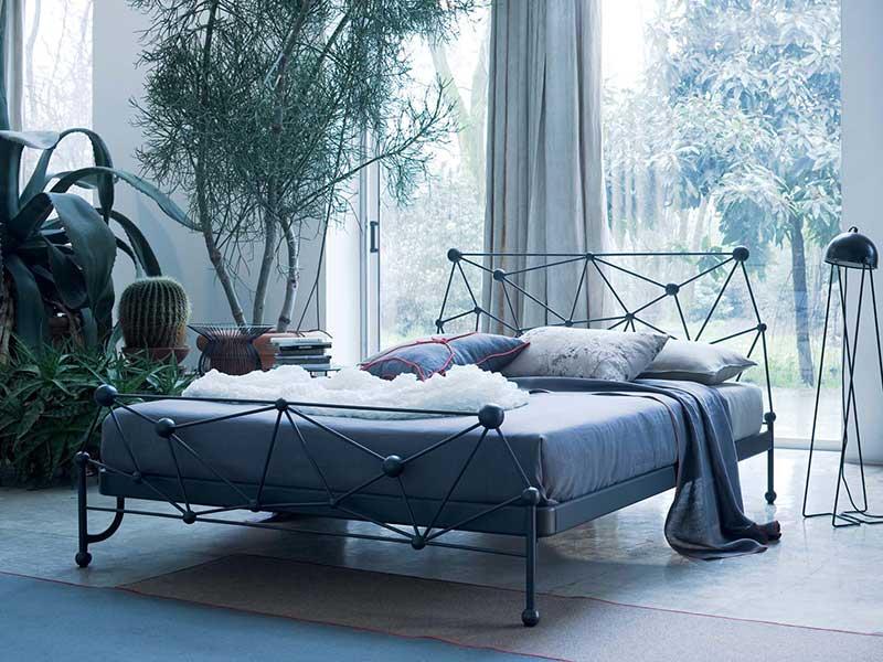 Кровать из металла в стиле лофт