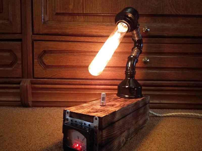 Настольный светильник лофт