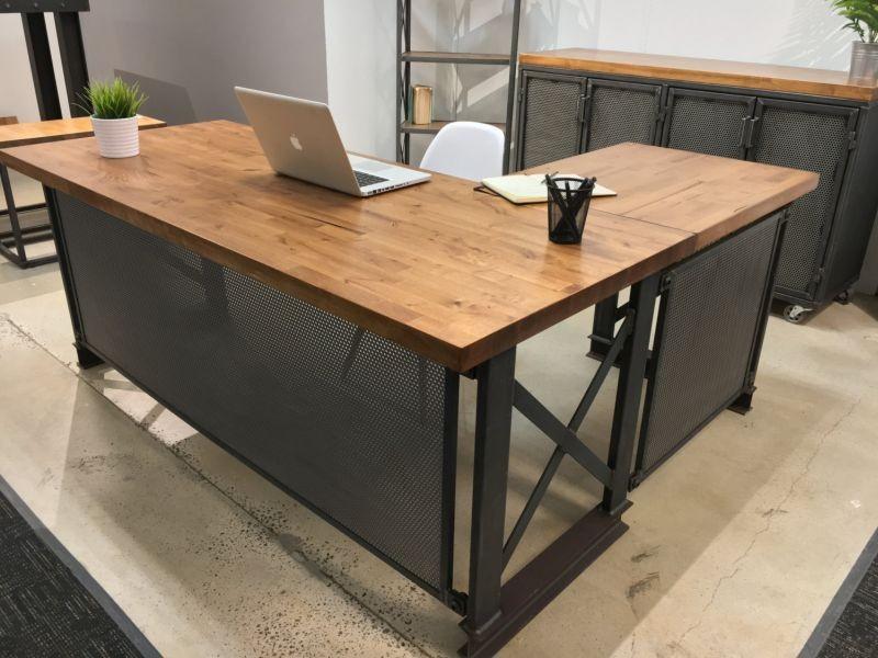 Рабочий стол лофт
