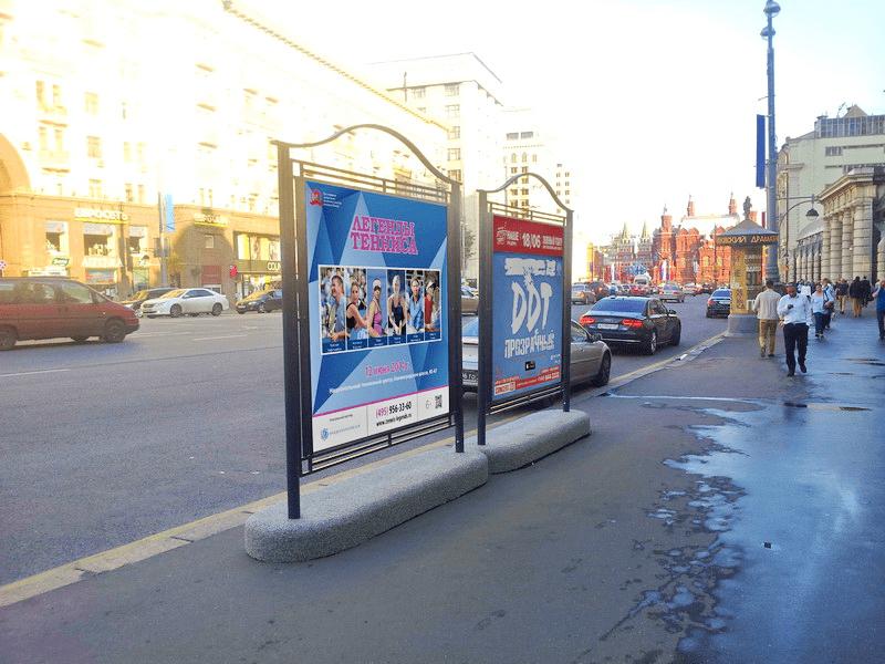 Уличный рекламный стенд
