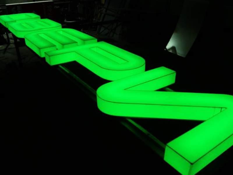 Световые буквы — вывески