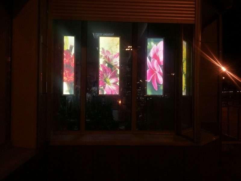 Световые рекламные панели на окна