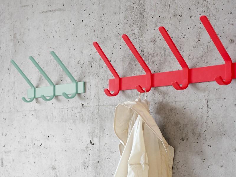 Настенная вешалка для одежды в стиле лофт