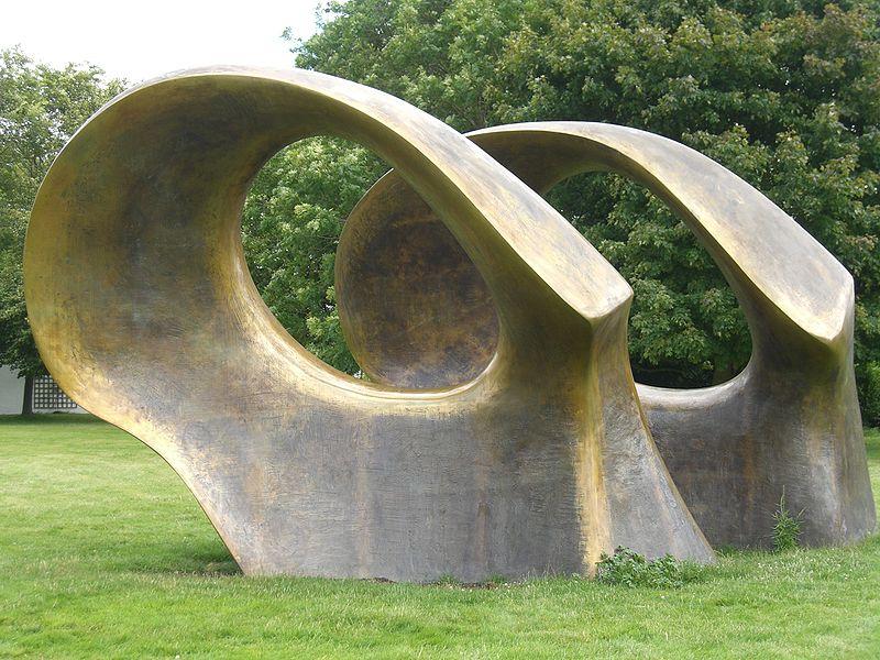 Современная абстрактная скульптура