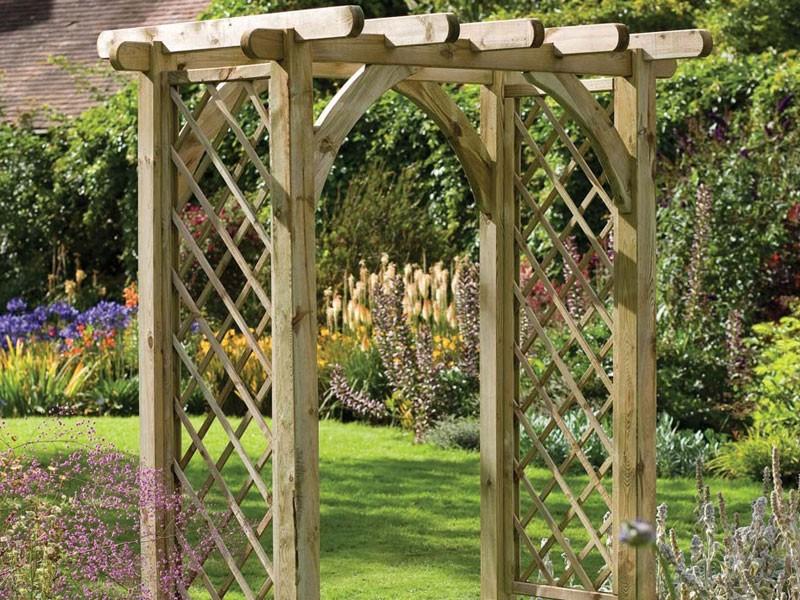 Арка деревянная садовая