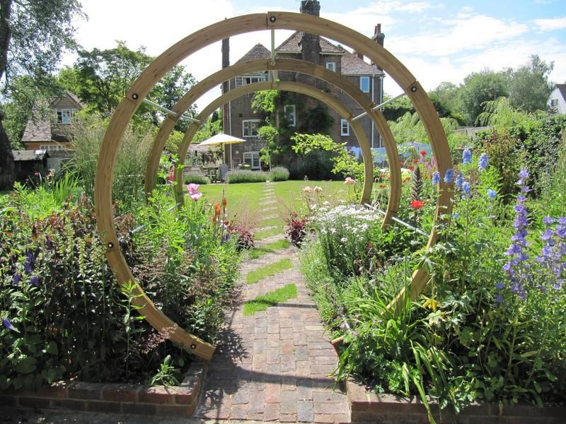 Деревянные арки для дачи