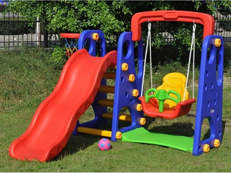 Детская пластиковая площадка