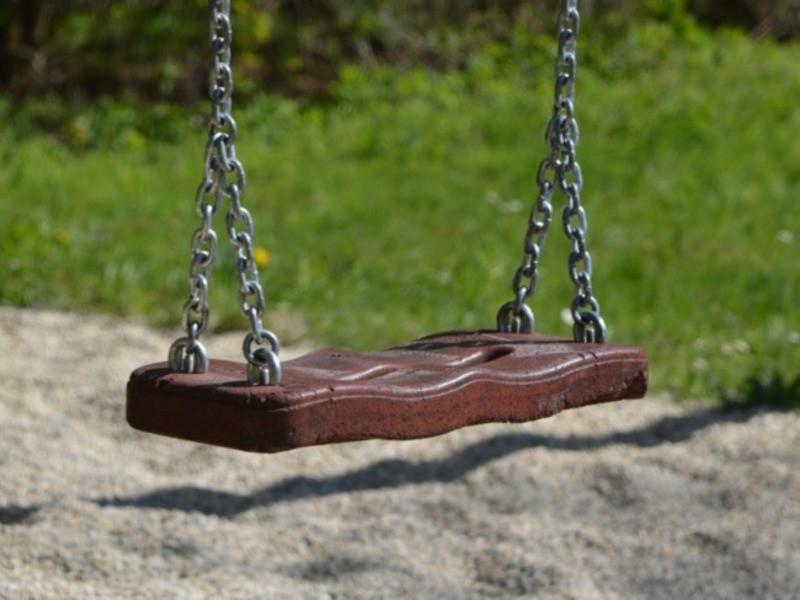 Детские качели на цепях