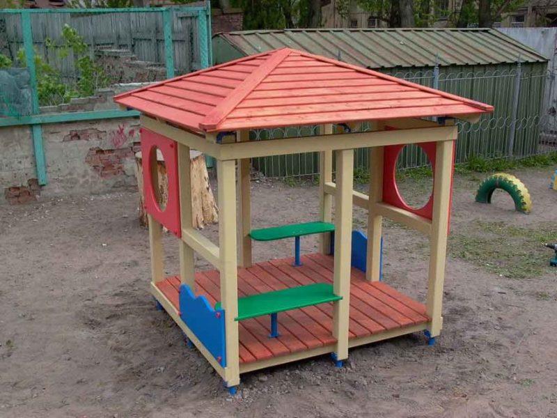 Домик на участок в детском саду