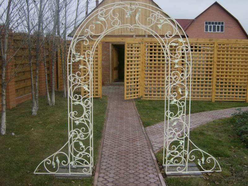 Арки кованые садовые