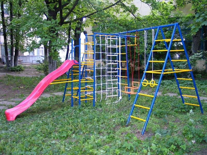 Металлическая детская площадка