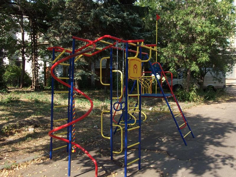 Детская площадка из металла