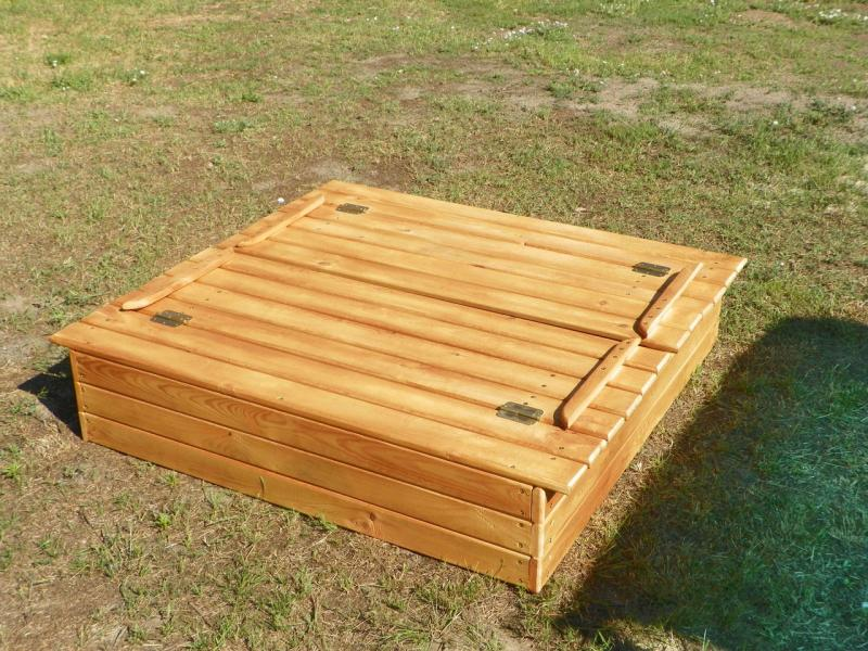 Песочница с крышкой скамейкой