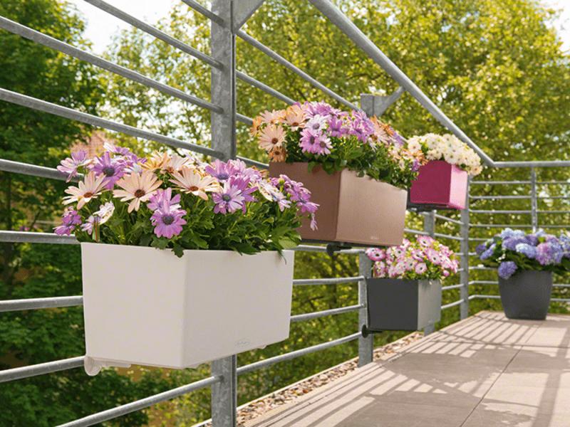 Пластмассовая подставка для цветов