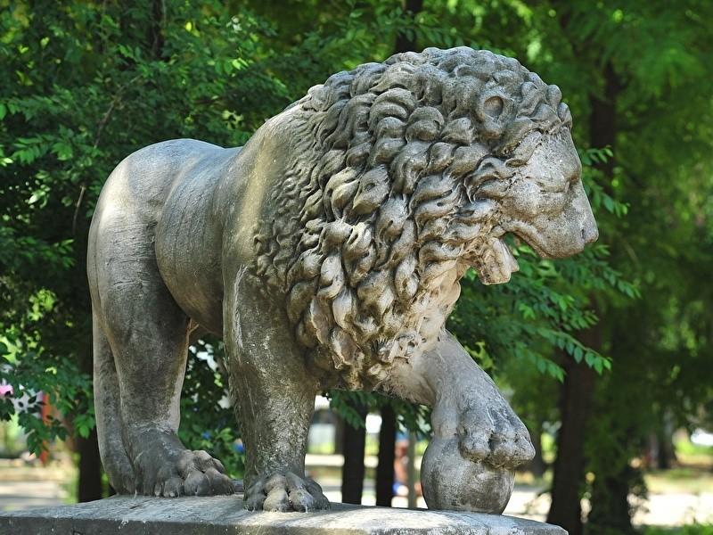 Статуи животных