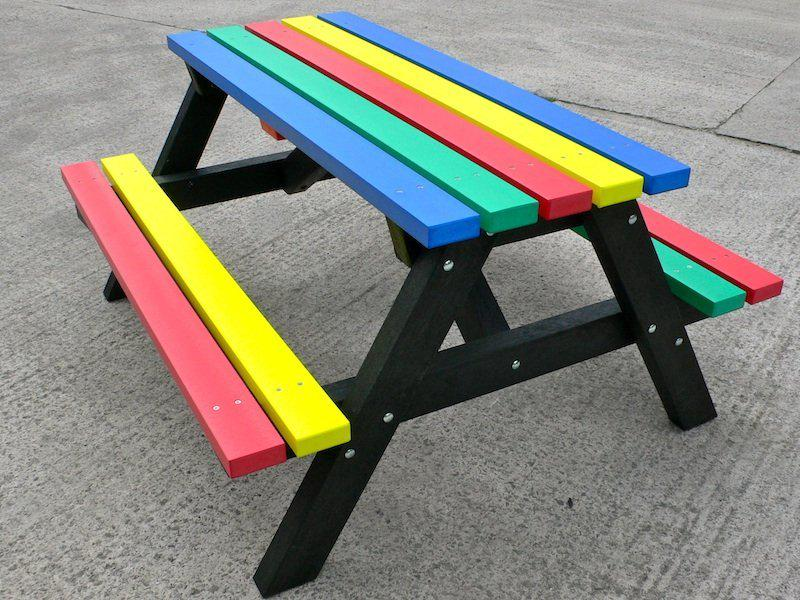 Детский стол со скамьями