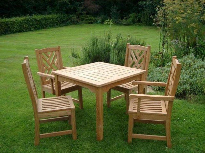 Деревянный стол на дачу