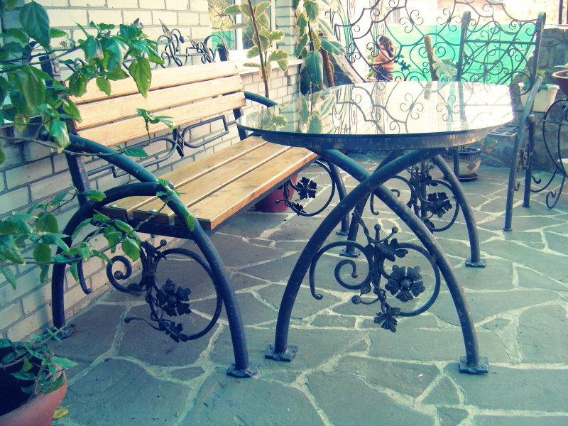 Столы и стулья кованые для дачи