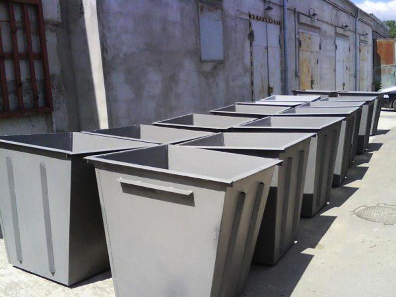 Металлические мусорные баки
