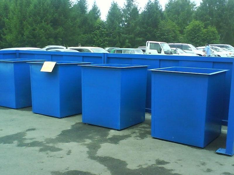 Железные мусорные баки