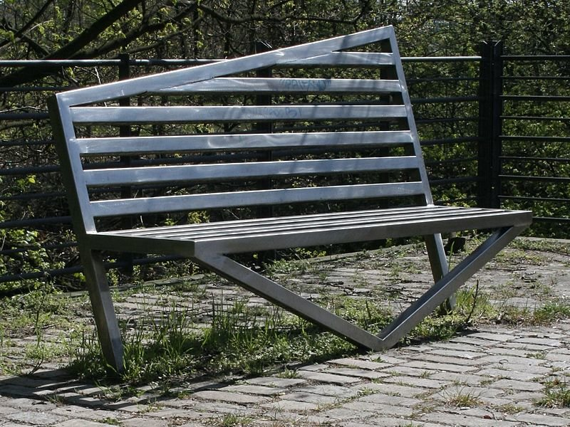Металлические уличные скамейки