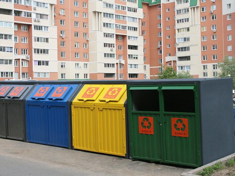 Уличный мусорный контейнер