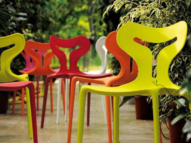Пластиковые стулья для дачи