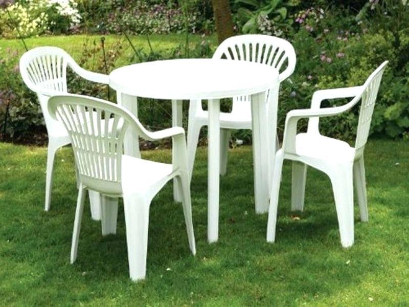 Пластиковый стул для дачи