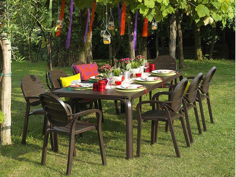 Пластиковые столы и стулья для дачи
