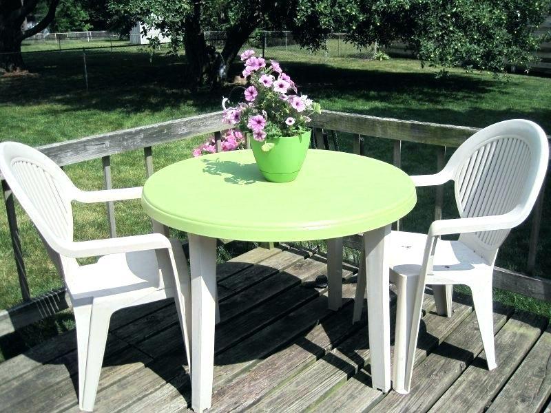 Садовый пластиковый стол