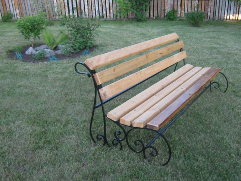 Металлические скамейки для дачи
