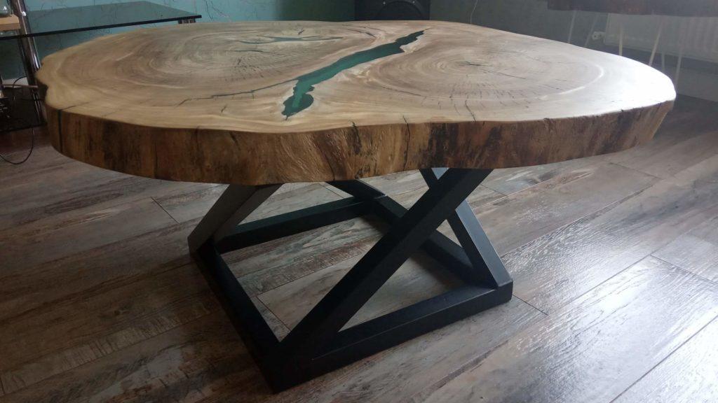 Стол лофт с деревянным покрытием